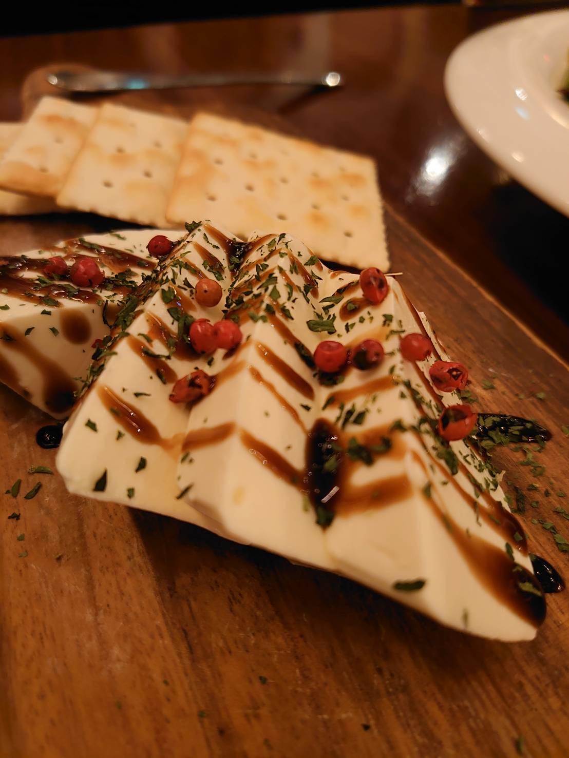 イタリアンバル ひいき屋 豆腐のチーズ風味